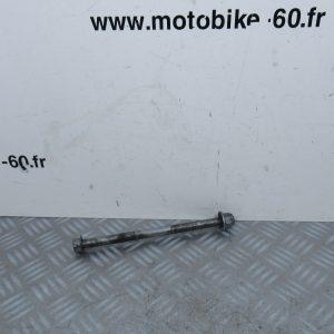 Axe de roue arrière Yamaha Piwi 80