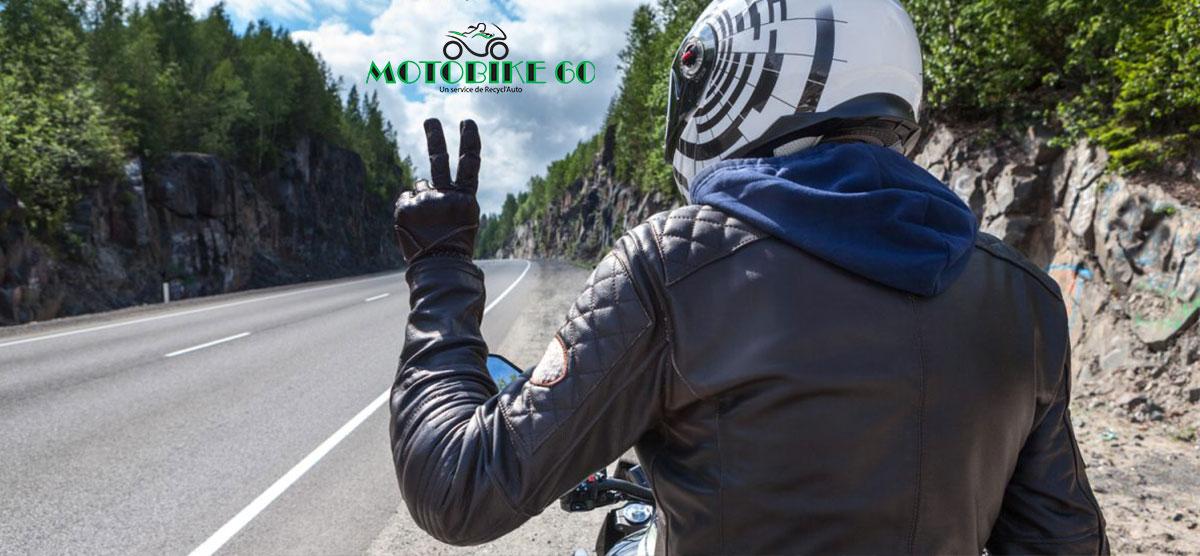 Le langage des signes entres motards/es.